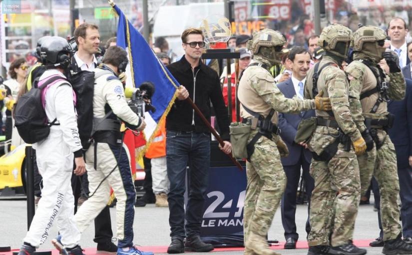 24h du Mans Brad Pit porte le drapeau tricolore en ottoman