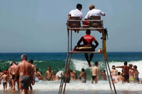 Flammes de baignade pour la surveillance des plages