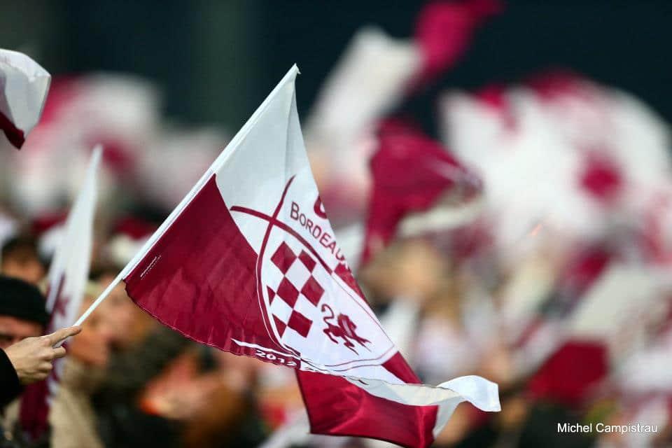 Des clubs de sport, des supporters et des drapeaux