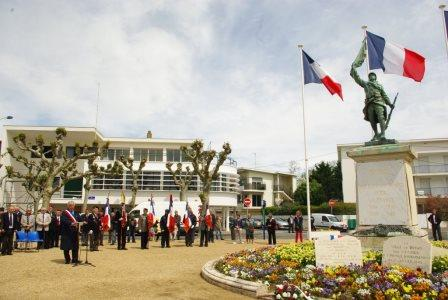 Acheter un Drapeau français Anciens Combattanst Harkis Ville de Royan