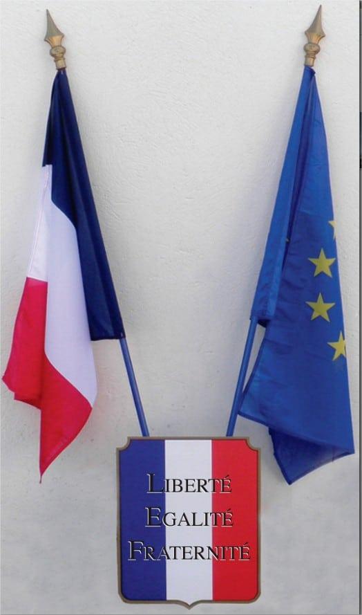 Rentrée scolaire 2013 : drapeau français, drapeau européen et déclaration des droits de l'homme dans toutes les écoles